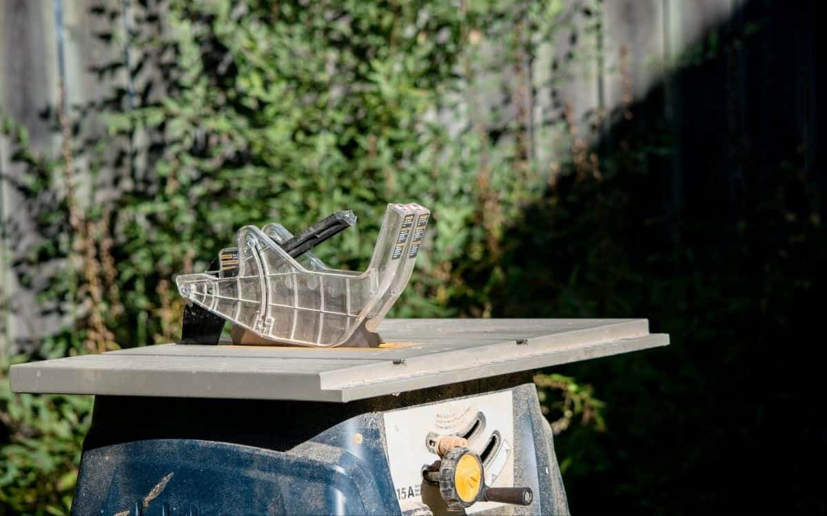 Image-of-used-budget-table-saw-sitting-in-yard